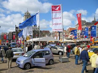 Delftse Autosalon oldtimers op de markt